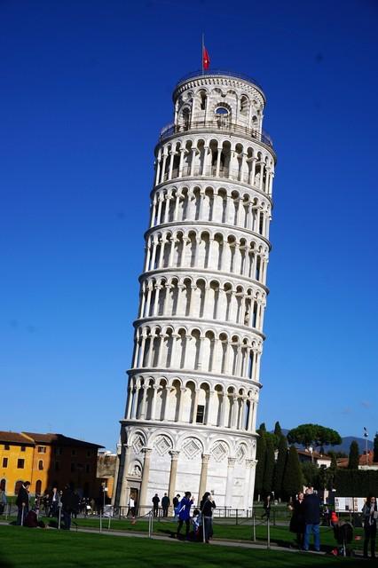 ピサの斜塔と青空.jpg