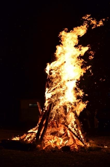 燃え盛る炎.jpg