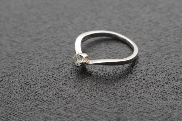 ダイアの婚約指輪.jpg