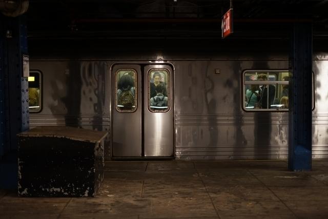ニューヨークの地下鉄のイメージ.jpg