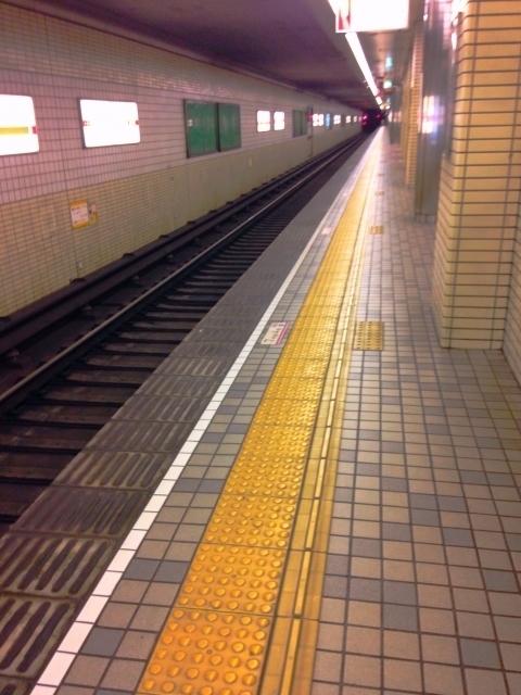 地下鉄のプラットホーム.jpg