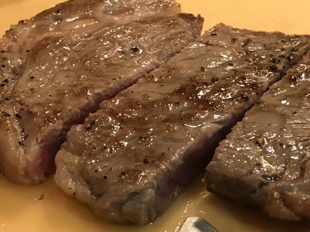 牛肉のステーキ 調理.jpg