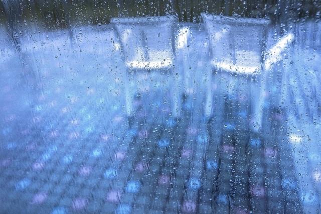 雨のバルコニー.jpg